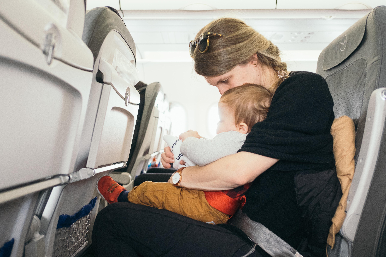 Con Pequeños Niños Pediatras Casa AviónDos En Viajar OZPXikuT