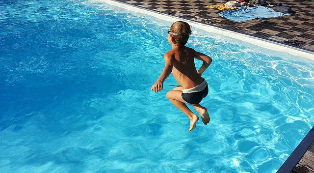 pool-1227098_640